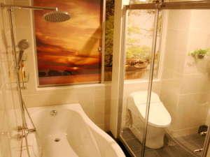 ★水都の風景をあしらった浴室と洗面は総タイル張★ガラスドアーで仕切られてトイレは勿論ウオシュレット★