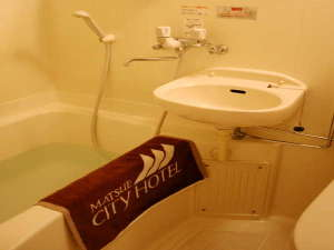 お部屋のバスに天然温泉を源泉かけ流しで給湯!24時間好きな時に天然温泉で体ポカポカ!お肌つるつる!
