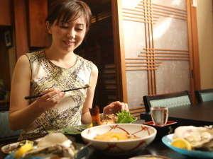■松江のど真ん中繁華街に有る当館は泊食分離!徒歩3分以内に60店の提携グルメ専門店をご紹介で大好評■