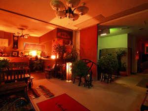 美神の湯 松葉荘:ロビーはモダンで温かみのある雰囲気♪