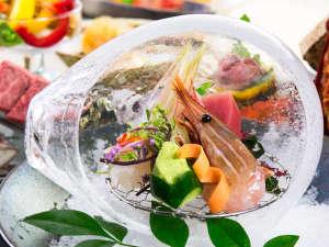 湯の謌吟の庄:氷のかまくらでひんやりといただく鮮魚のお造り。