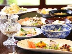 普門院:趣向を凝らした精進料理をお召し上がりいただきます