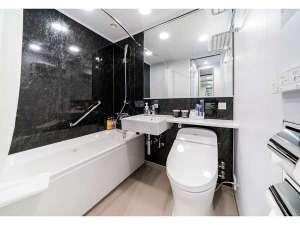 【ベーシックルーム】バスルームはユニットバスタイプです(一部レインシャワー付き)