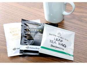 フロントにて無料のドリップコーヒーと紅茶(女性用アメニティー)をお渡ししております。