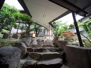苫田温泉 いやしの宿 泉水:離れ客室「夕凪」へと続く石段
