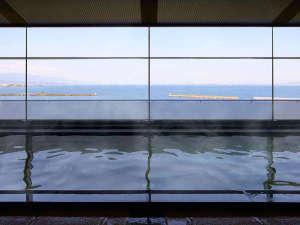 琵琶湖ホテル:【天然温泉大浴場瑠璃の湯】足をのばしてゆっくりと…宿泊のお客様はどなたもご利用頂けます。