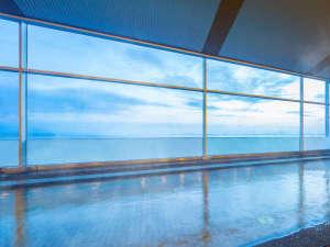 琵琶湖ホテル:【天然温泉大浴場瑠璃の湯】琵琶湖を望む温泉で、日々の疲れを癒されて