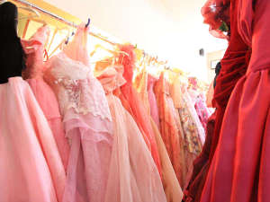 強首温泉 こわくびホテル :*お気に入りのドレスを見つけて記念撮影をしましょう!
