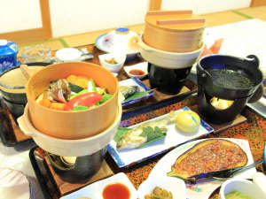 五の宮温泉 五の宮の湯:*夕食一例/地元の素材を活かしたお料理をご用意致します。
