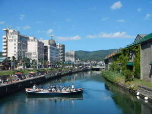 グランドパーク小樽:小樽の観光名所の1つである「小樽運河」では周遊クルーズも楽しめます。
