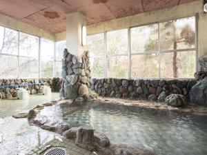 八塩温泉 鬼石観光ホテル:*【温泉(大浴場・男性)】鳥の声や清流のせせらぎは心を安らかに落ち着かせてくれます。