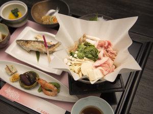 八塩温泉 鬼石観光ホテル:*【夕食一例】和風料理をお部屋でごゆっくりとお召し上がりいただけます。