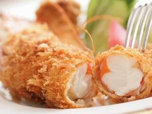 ペンシオーネ サライ:サライ名物 ジャンボ海老フライは大人気