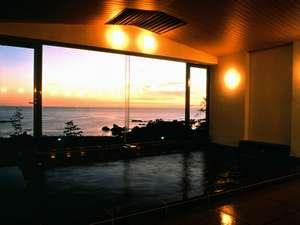 ホテル吾妻:夕映えの湯・大浴場(24時間対応)夕陽がご覧頂けます(天候良い場合)