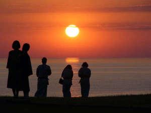 ホテル吾妻:夕陽:当館庭園にて撮影