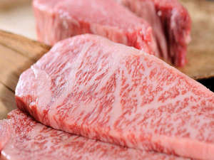 冷凍は致しません。彩月だから出来るこの新鮮な神戸ビーフ/但馬牛をぜひ。