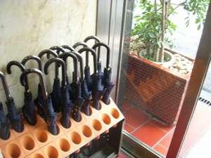 宿泊者の方に無料で傘の貸出をしております。少しでも荷物は少なく大阪観光♪