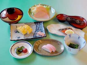 【朝食一例】お客様からもご好評をいただいているボリューム満点の和朝食♪
