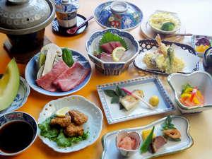 【夕食一例】夕食は本格会席料理を堪能♪お部屋でゆっくりご堪能いただけますよ。