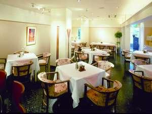 茨木セントラルホテル:軽食から本格コース料理までご用意しております(営業時間:7時~22時、ラストオーダー21時30分)