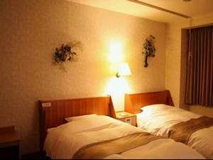 茨木セントラルホテル:ご家族やグループでのご宿泊に最適です。デラックスツインは最大5ベットまで可能です。