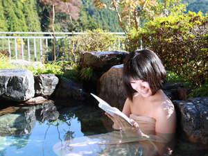 名栗温泉 大松閣:【朝の露天風呂】大浴場の大きな湯船と開放的な露天風呂では心身ともにリラックス頂けます。