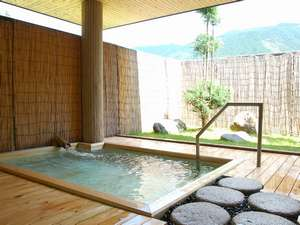 竹炭露天風呂
