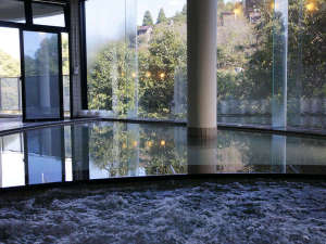 もみじ川温泉:レイクビューな大浴場