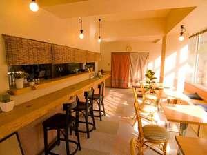 駅前山小屋 A-yard:館内のカフェです。ごゆっくりお寛ぎ頂けます。
