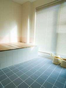駅前山小屋 A-yard:清潔感あるお風呂。