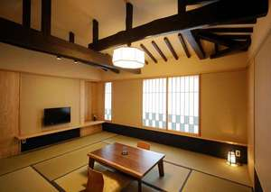 元湯 山田屋旅館:客室【川(KAWA)】2017年7月、築250年の建屋を建築家の手によって和モダンにリノベーション。