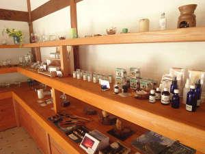 クアハウス熊野本宮 渡瀬緑の広場バンガロー:手作り製品が並びます。是非お立ち寄りください。