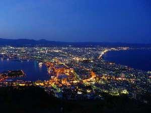 世界三大夜景『函館山』当ホテルから徒歩圏内!客室からは函館山を望むことが出来ます♪
