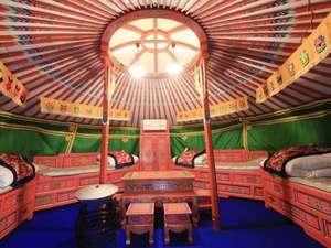 モンゴリアビレッジ テンゲル:かわいいゲル内♪モンゴルの伝統的なカラフル家具
