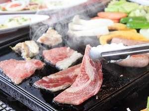 モンゴリアビレッジ テンゲル:鉄板でバーベキュー。那須黒毛和牛や三元豚が絶品!わいわい楽しくお召し上がりください。