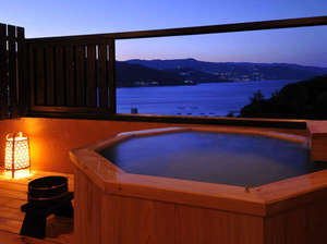 離れ杜の湯 海いろ別邸:網代湾を独り占め、絶景の露天風呂から熱海の夜景も望みます!