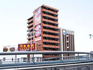 ステーションフロントイン黒崎:JR黒崎駅改札を出て右側に当館が見えます。