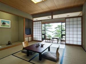 ホテル 琵琶レイクオーツカ:和室一例。マッサージチェア・空気清浄機完備で快適ステイ♪