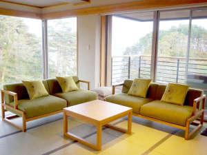 渚亭たろう庵:【次郎の庵】窓が多くお部屋から三陸の海をご覧いただけます