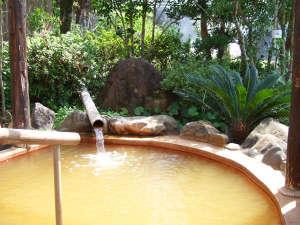 諏訪温泉:◎露天風呂(男性)金が含有する百薬の名湯と言われております。