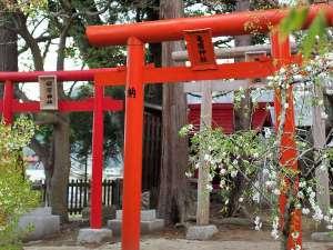 座敷わらし伝説の宿 緑風荘:中庭には座敷わらしを祀る神社がございます