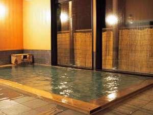 座敷わらし伝説の宿 緑風荘:源泉掛け流し温泉(加温)基本的に24時間入浴可能です