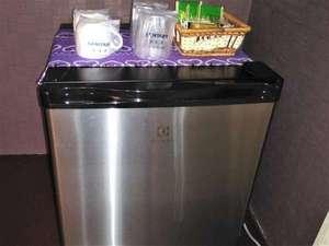 ホテルタイムリッチ:小型冷蔵庫(空)