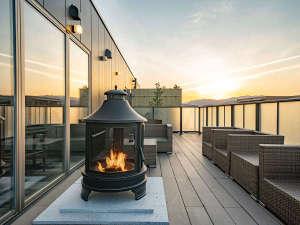 ワットホテル 7階 ラウンジテラスにての暖炉タイムゆったりとしたお時間をお過ごし頂けます