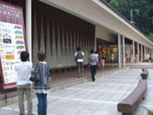 城崎温泉の新名所『木屋町小路』個性豊かな十店舗もの商店がずらり~喜楽より徒歩約2分