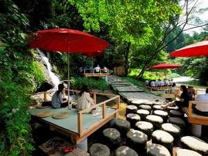 鶴仙渓【川床】せせらぎを聞きながらちょっと一息。特製スイーツと加賀棒茶でおもてなし