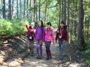 川湯温泉 亀屋旅館:熊野古道の歴史・文化をききながらウオーキング。