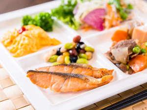 スーパーホテル出雲駅前:無料の健康朝食を沢山お召し上がりくださいませ!