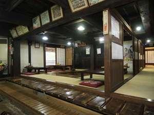 湯宿温泉 薬師の湯 大滝屋 :食事処「五郎兵衛やかた」館内