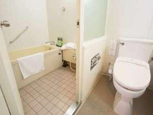 バスルームと洗面・トイレが独立 バスタブと洗い場も別々の日本式のバスルーム
